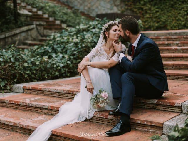vestido novia con velo largo en sesión de fotos post poda